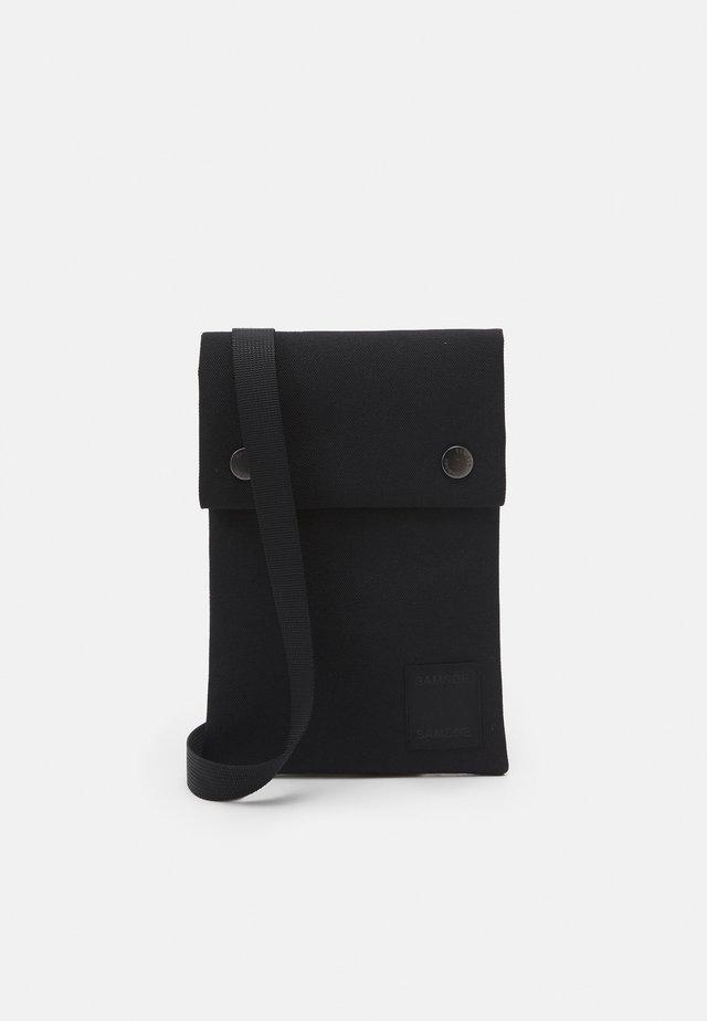 COBETT NECK UNISEX - Taška spříčným popruhem - black