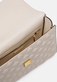 Tory Burch - FLEMING CONVERTIBLE SHOULDER BAG - Across body bag - new cream - 2