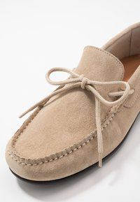 Selected Homme - SLHSERGIO DRIVE SHOE - Moccasins - crockery - 5