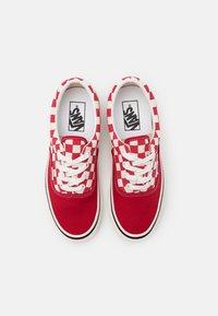 Vans - ANAHEIM ERA 95 DX UNISEX - Sneakers - offwhite/red - 5