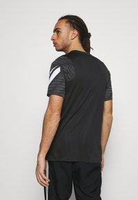 Nike Performance - STRIKE  - T-shirt sportiva - black/anthracite/white - 2