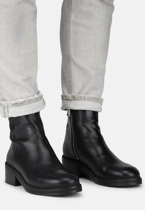 DISTRICT - Kotníková obuv - black