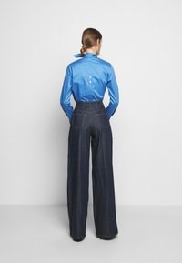 Victoria Victoria Beckham - EXAGERATED WIDE LEG - Jeansy Dzwony - blue denim - 2