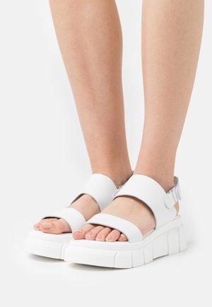 Sandály na platformě - all white