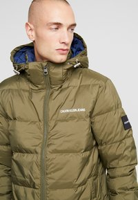 Calvin Klein Jeans - HOODED PUFFER - Down jacket - grape leaf - 5