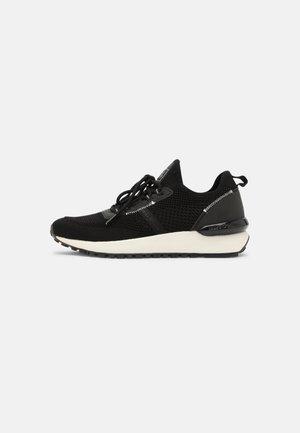 PIA - Zapatillas - black