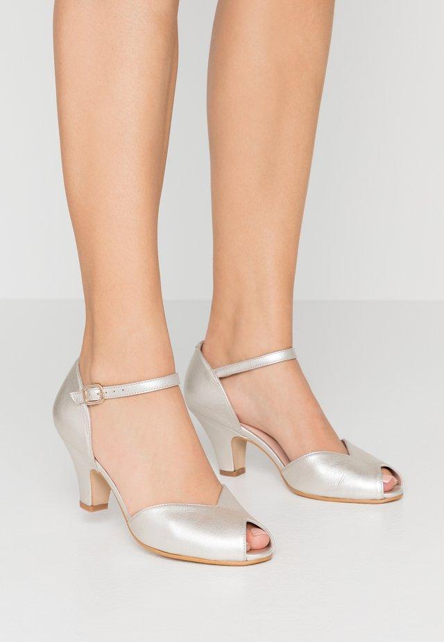 Peep toes - pearl
