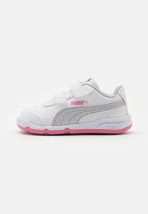 STEPFLEEX 2 UNISEX - Sportovní boty - white/silver/sachet pink