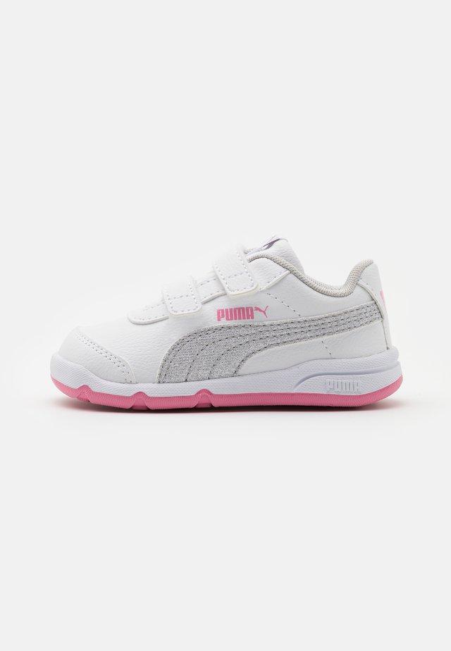 STEPFLEEX 2 UNISEX - Obuwie treningowe - white/silver/sachet pink