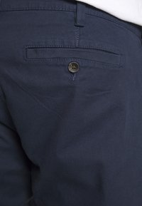 TOM TAILOR MEN PLUS - WASHED STRUCTURE CHINO - Pantaloni - navy yarn dye structure - 3