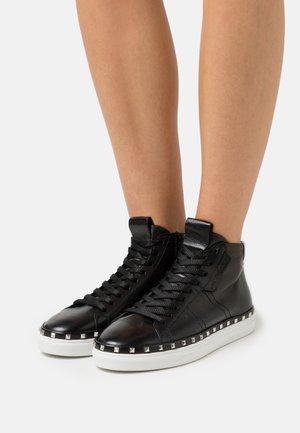 COSMO - Sneakers hoog - schwarz