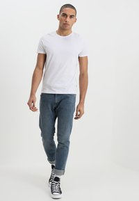 Wrangler - TEE 2 PACK - T-shirt - bas - black - 1