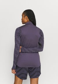 Nike Performance - DRY STRIK - Sportshirt - dark raisin/black/siren red - 2
