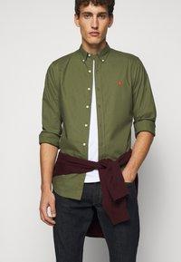 Polo Ralph Lauren - NATURAL - Skjorter - supply olive - 3