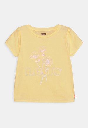 BABY TEE - T-shirt z nadrukiem - golden haze