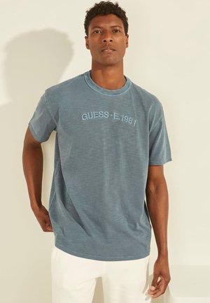 T-shirt con stampa - blau