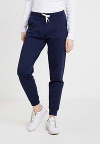 Zalando Essentials - Pantalones deportivos - navy - 0