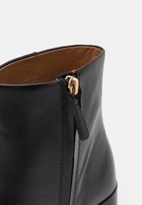 Tory Burch - RUBY BOOTIE - Kotníkové boty na platformě - perfect black - 6