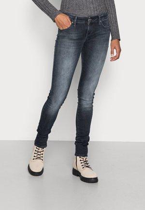 ONLUCY LOW SKINNY - Skinny džíny - black denim