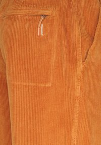 Folk - SIGNAL PANT - Pantaloni - amber - 2