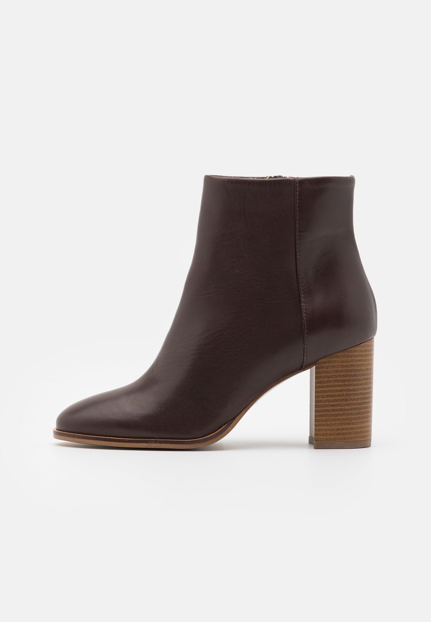 LEATHER Korte laarzen dark brown