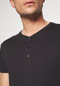 Pier One - T-shirt - bas - black - 5