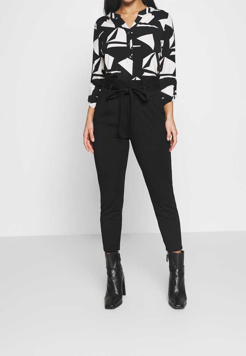Vero Moda Petite - VMEVA LOOSE PAPERBAG PANT - Bukse - black