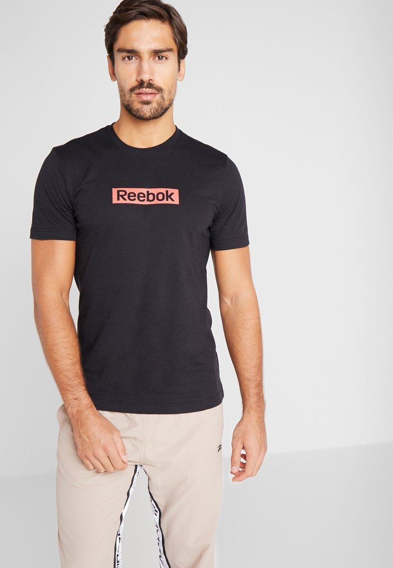 Reebok - ELEMENTS SPORT SHORT SLEEVE GRAPHIC TEE - Camiseta estampada - black