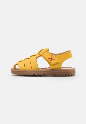 FIESTA UNISEX - Sandalen - gelb