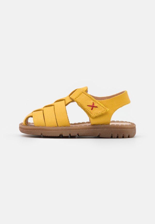 FIESTA UNISEX - Sandales - gelb