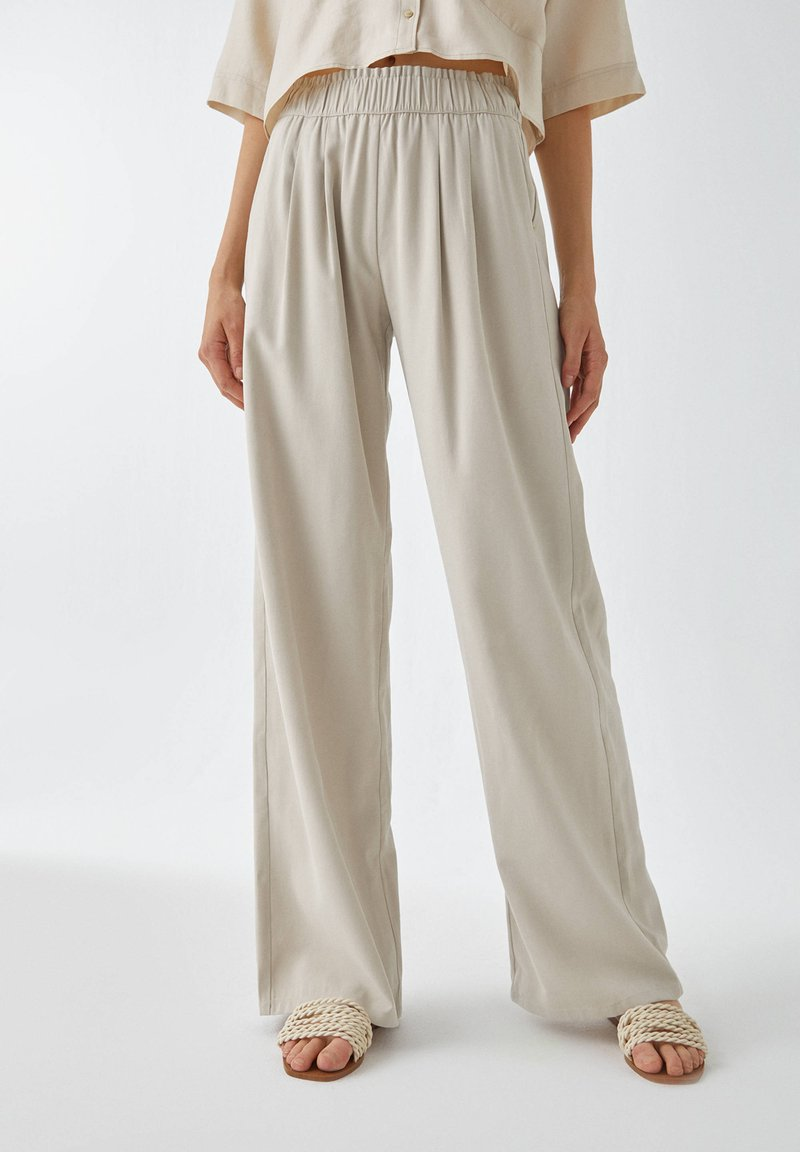 PULL&BEAR - Trousers - sand