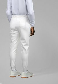 BOSS - Pantalon de survêtement - white - 2