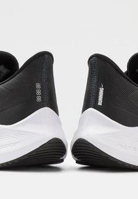 Nike Performance - ZOOM WINFLO  - Obuwie do biegania treningowe - black/white/anthracite - 5