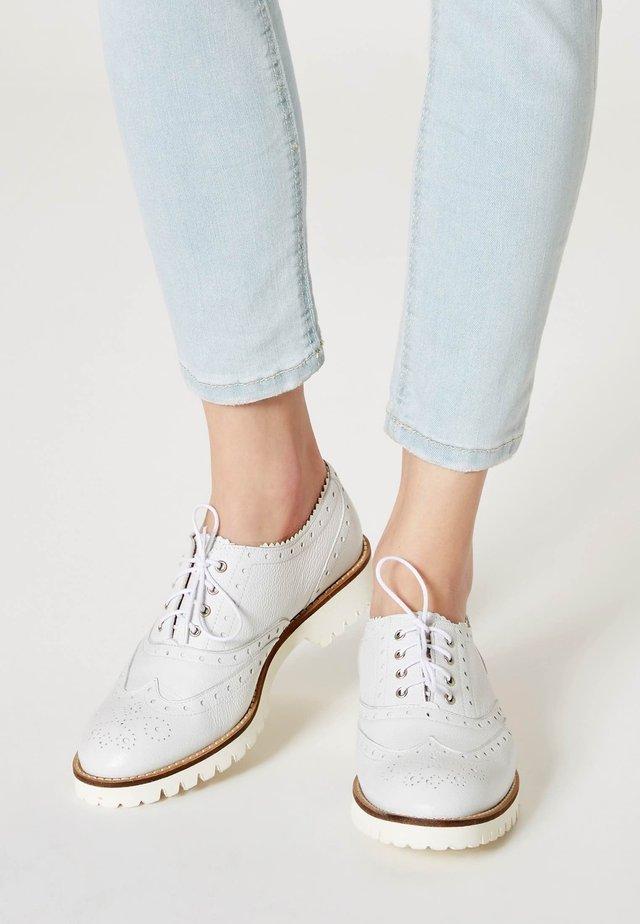 Lace-ups - white