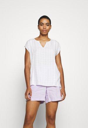 BLOUSE - Jednoduché triko - white