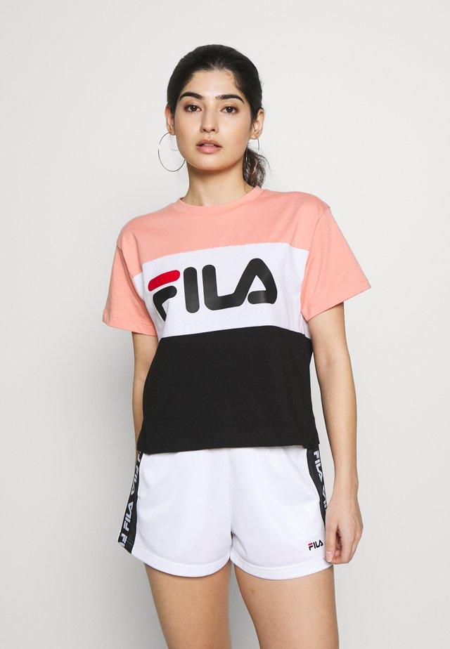 ALLISONTEE - Print T-shirt - lobster bisque/black/bright white