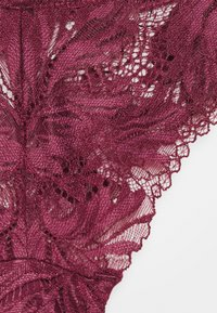 Women Secret - FLOWER NEW CERISE BRASILIEN BRIEF - Briefs - new cerise - 2