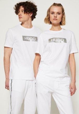DIRAGOLINO METALLIC UNISEX - Print T-shirt - white/silver