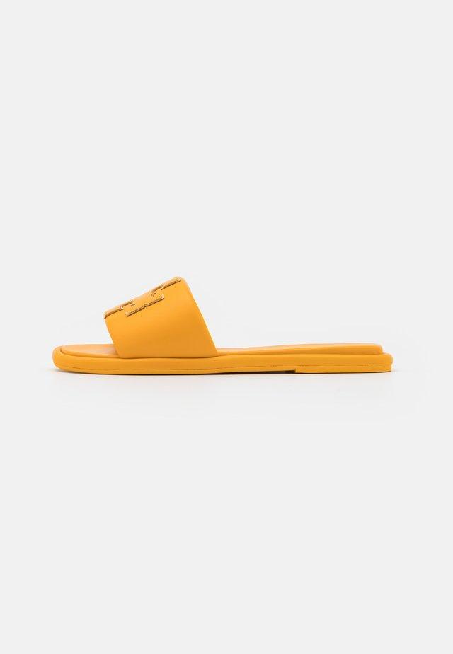 DOUBLE T SPORT SLIDE - Klapki - light yellow