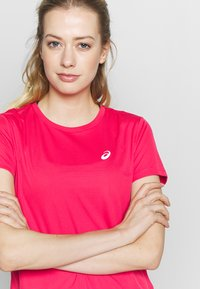 ASICS - Camiseta estampada - pixel pink - 3