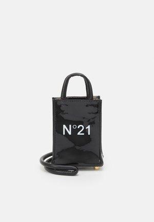 NANO - Taška spříčným popruhem - black