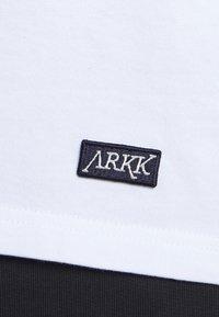 ARKK Copenhagen - BOX LOGO TEE - Basic T-shirt - white - 4