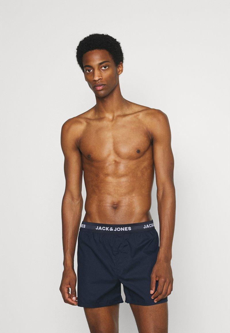 Jack & Jones - JACMEYER TRUNKS 3 PACK - Boxer shorts - brick red/navy blazer