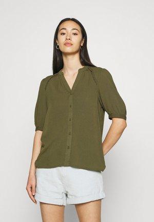 VMJANE SHIRT - Blusa - ivy green
