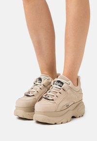 Buffalo London - Sneakersy niskie - beige - 0