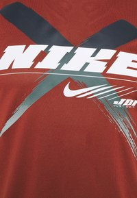 Nike Performance - DRY TEE LEG - T-shirts print - dark cayenne - 2