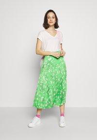 Never Fully Dressed - BLOSSOM BEATRICE SKIRT - Minisukně - green - 1