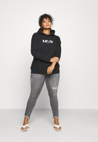 Levi's® Plus - GRAPHIC HOODIE - Sweatshirt - black - 1