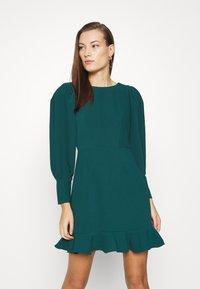 Closet - PEP HEM PENCIL DRESS - Shift dress - forest green - 0