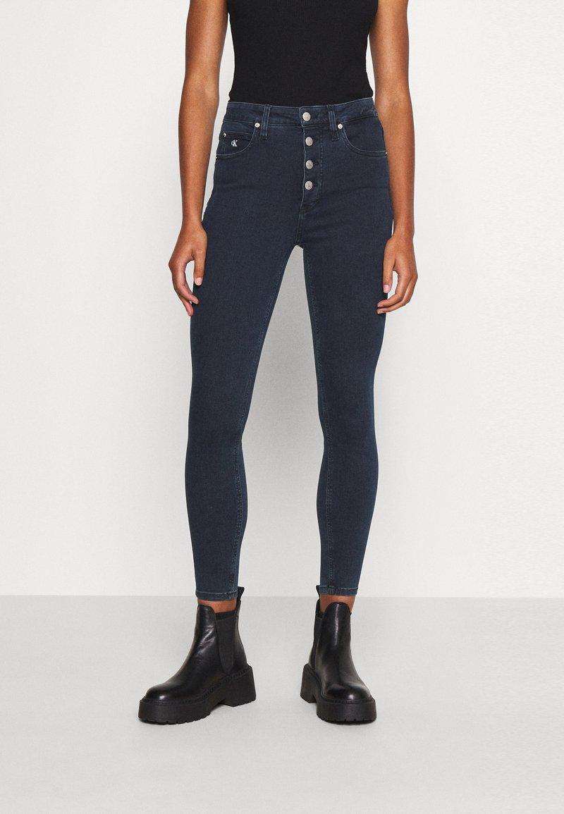Calvin Klein Jeans - HIGH RISE SUPER SKINNY - Jeans Skinny Fit - dark blue denim